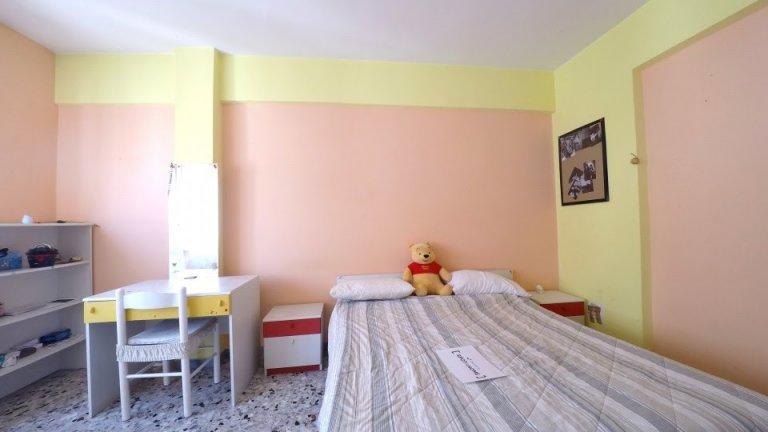 Umeblowany pokój z 2 sypialniami w Tuscolano w Rzymie