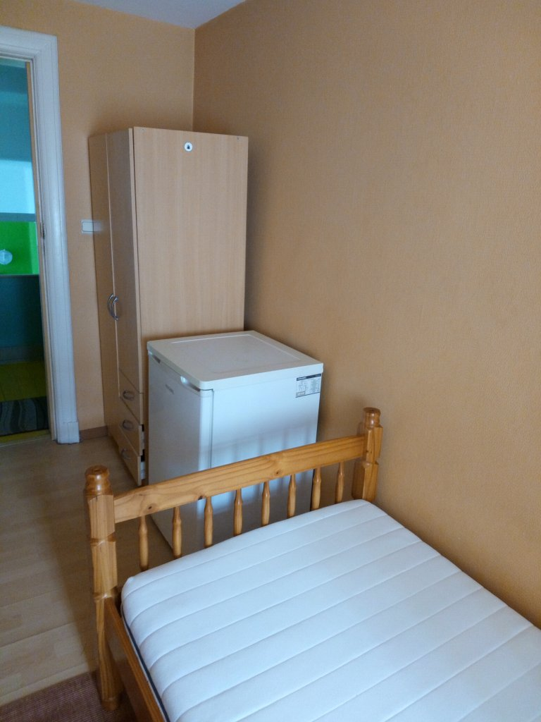 Cosy room in 11-unit residence, Saint Josse, Brussels