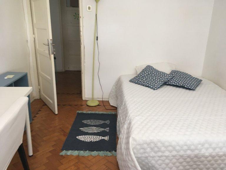 Room to rent in 3-bedroom apartment in Avenidas Novas