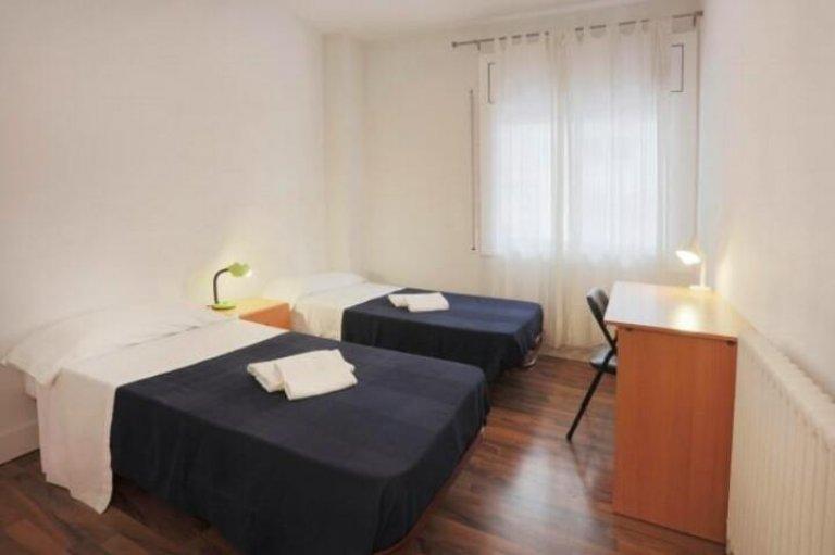 Se alquila habitación en piso de 3 dormitorios en Sant Gervasi