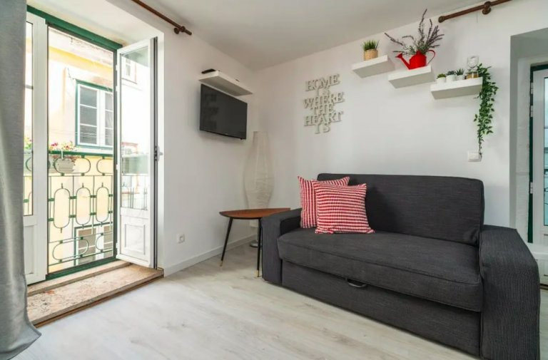 Cute 1-bedroom apartment for rent in Castelo, Lisbon