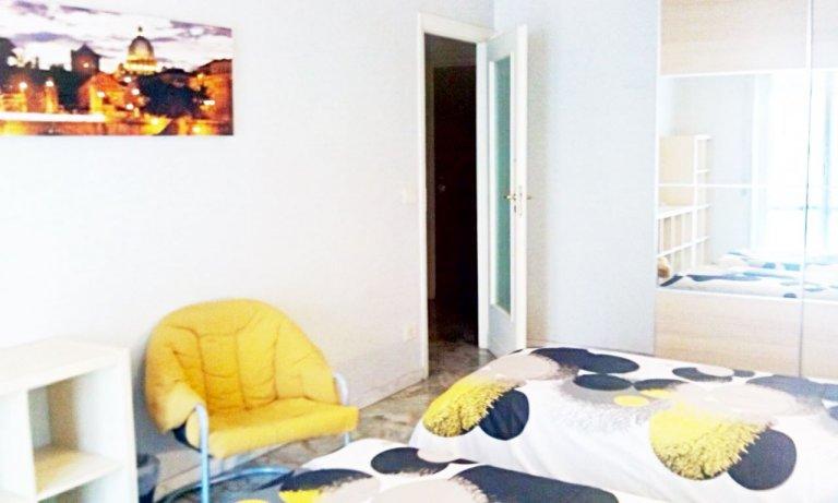 Pokój dwuosobowy w apartamencie z 3 sypialniami w Centocelle, Rzym