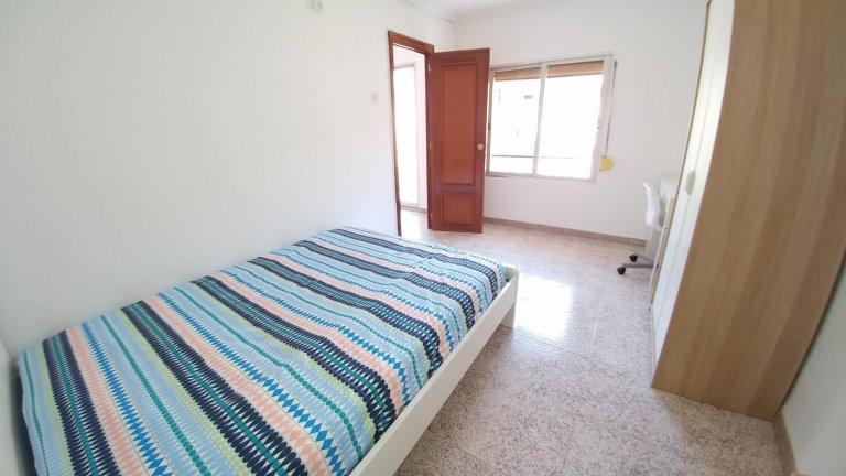 Valensiya'daki Camins al Grau'da 3 yatak odalı daire bulunan oda