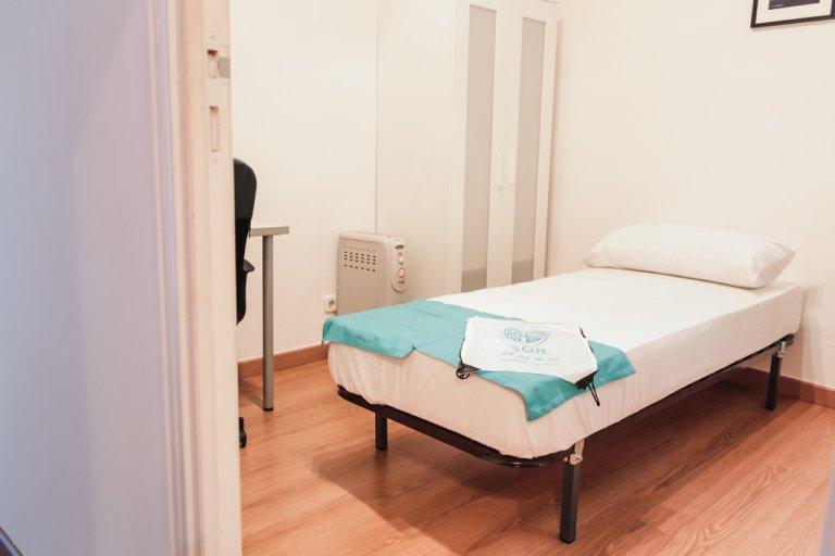 Umeblowany pokój w 3-pokojowym apartamencie w Moncloa w Madrycie
