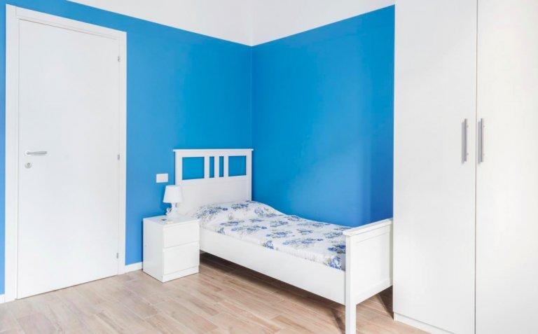 Łóżka do wynajęcia w apartamencie z 2 sypialniami w San Giovanni, Mediolan