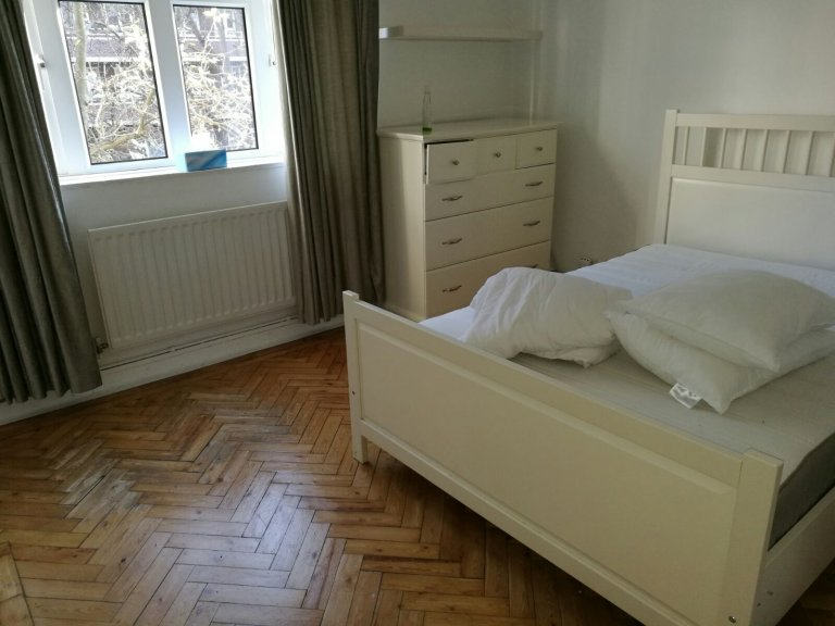 Luxurious room in flat in Chelsea, London