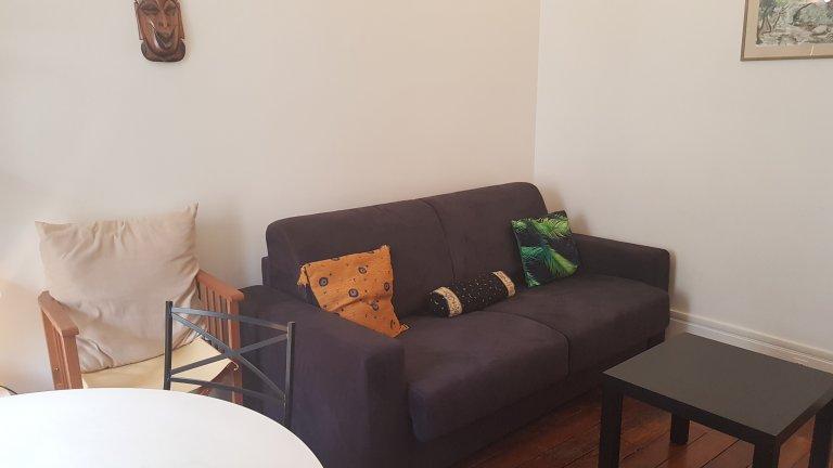 Całe 2 pokojowe mieszkanie w Paryżu