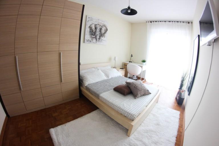 Camera arredata in appartamento a Lorenteggio, Milano