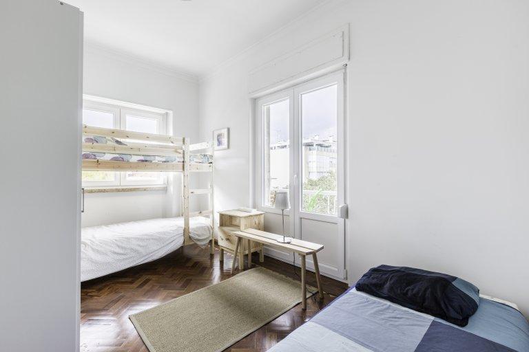 Chambre à louer dans un appartement de 4 chambres à Benfica, Lisbonne
