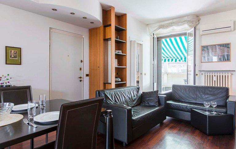 Gran apartamento de 1 dormitorio en alquiler en Isola, Milán