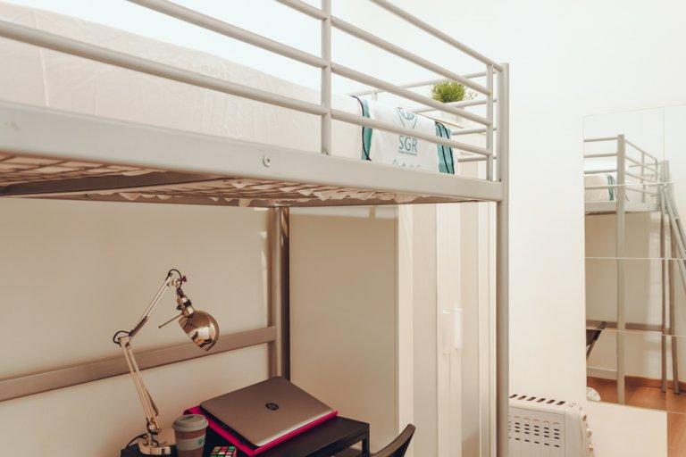 Stylowy pokój w apartamencie z 3 sypialniami w Moncloa w Madrycie