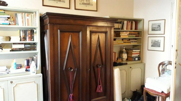 Zimmer in Wohngemeinschaft in Florenz