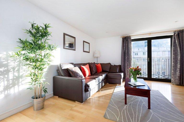 2-bedroom flat to rent in Camden, London