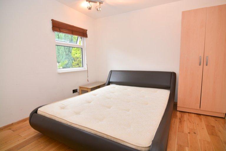 Habitación con baño privado para alquilar en casa de 6 camas, Beckton, Londres