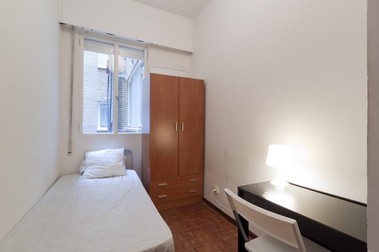 Single Bed in Rooms for rent in a cosy 5-bedroom apartment in Arguelles