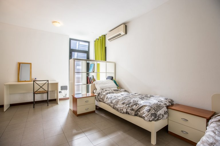 Camas en apartamento de 2 dormitorios en Affori, Milán