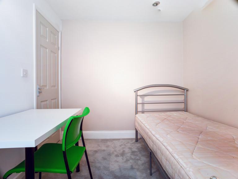 Bedroom 7 - single bed