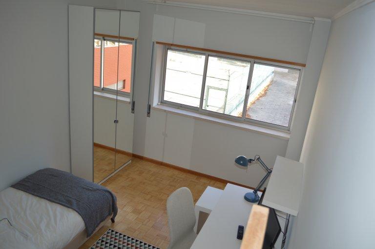 Quarto em apartamento compartilhado em Almada