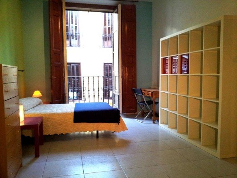 Habitación amueblada en piso compartido en Chueca, Madrid