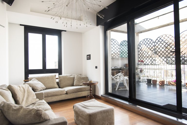 Apartamento de 2 dormitorios en alquiler en Città Studi, Milán
