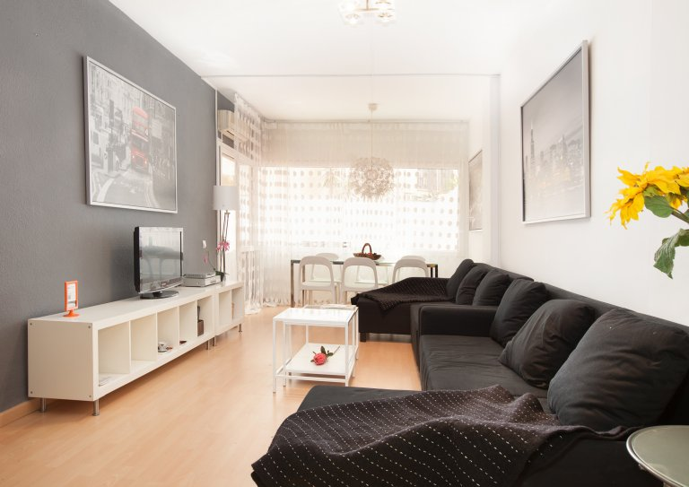 Attractive 4-bedroom apartment with terrace for rent in Poble-sec