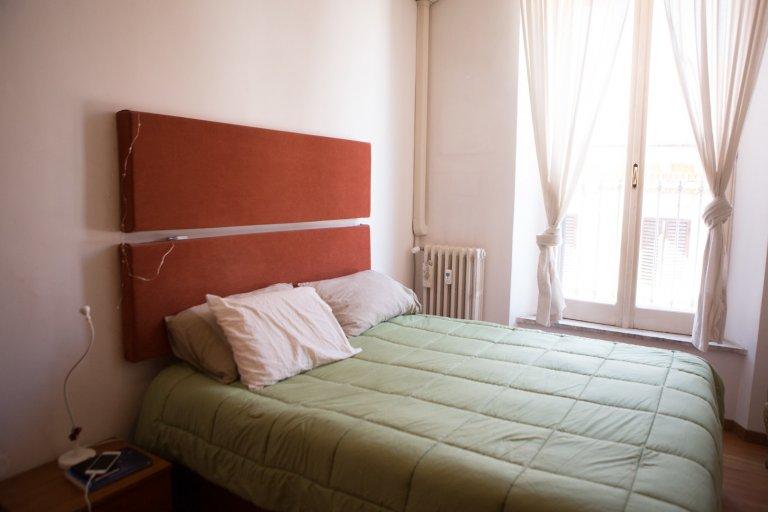 Camera in appartamento con 2 camere da letto a Termini, Roma