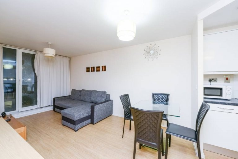 Modern 2-bedroom flat to rent in Beckton, London