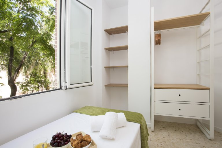 Whole 2 bedrooms apartment in València