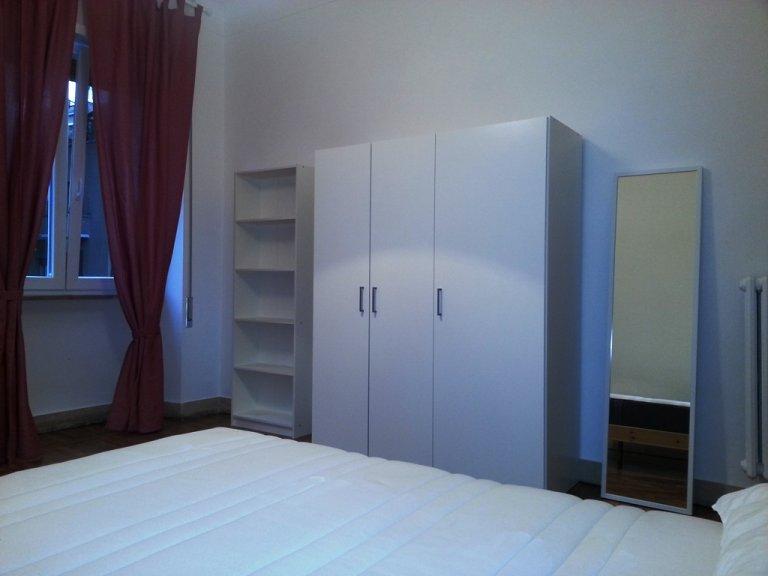 Schludny pokój do wynajęcia w 6-pokojowym mieszkaniu w Parioli, Rzym