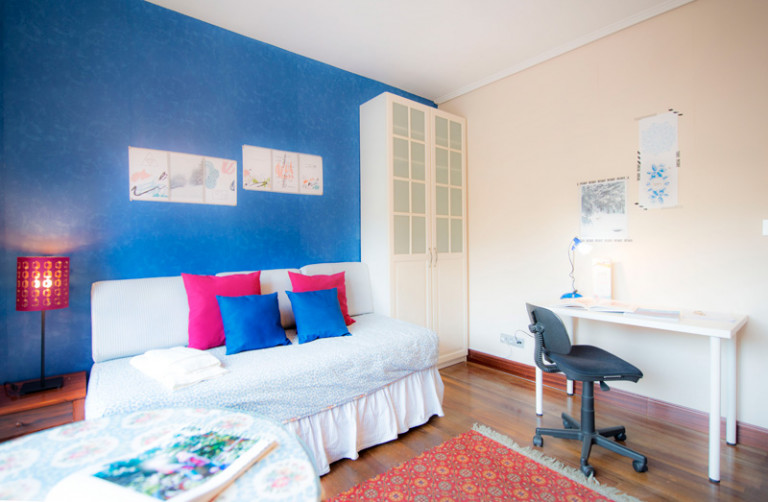 Bedroom in 5-bedroom apartment in Begoña, Bilbao