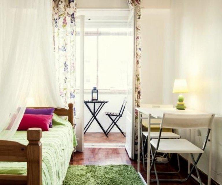 Room in 4-bedroom apartment in Picoas, Lisboa