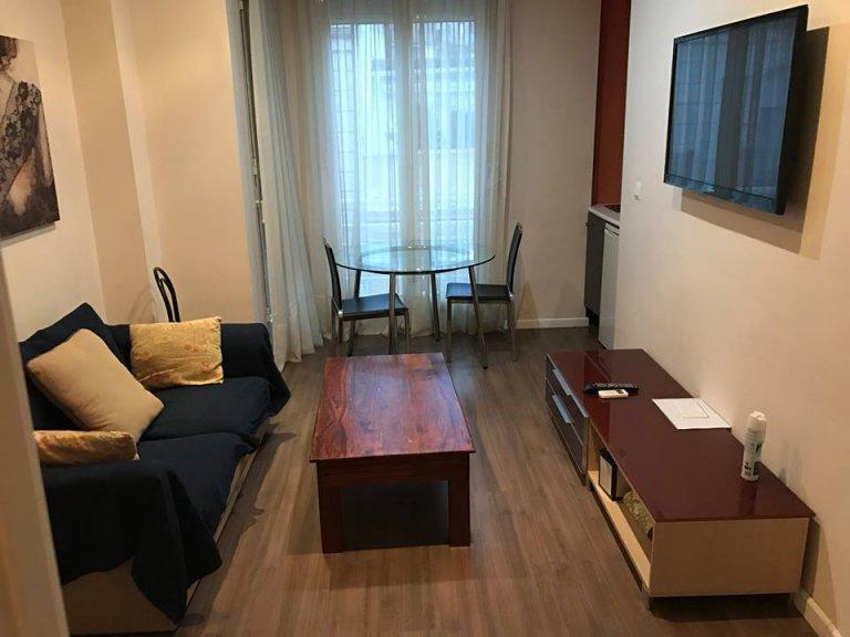 Apartamento minimalista com 1 quarto para alugar em L'Eixample
