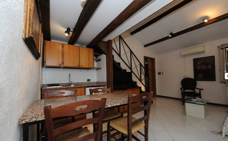 Rustic and cozy 2-bedroom apartment in incredible Centro Storico