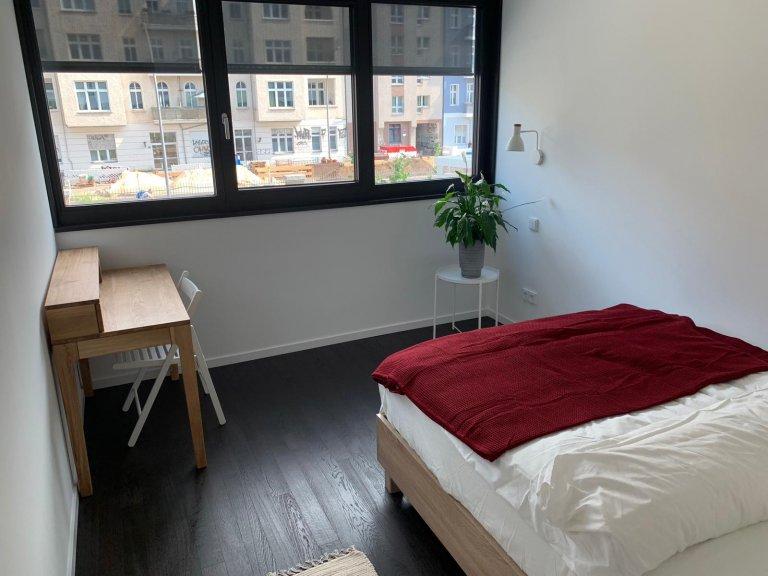 Pokój w mieszkaniu z 3 sypialniami Friedrichshain