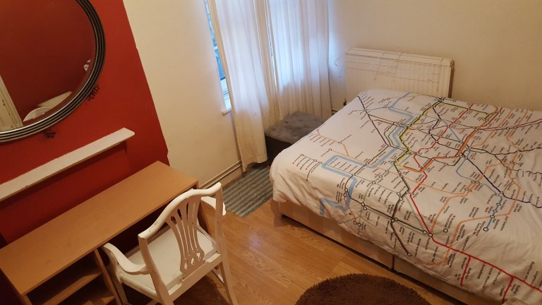 Komfortables Zimmer in einem Apartment mit 4 Schlafzimmern im Tower Hamlet