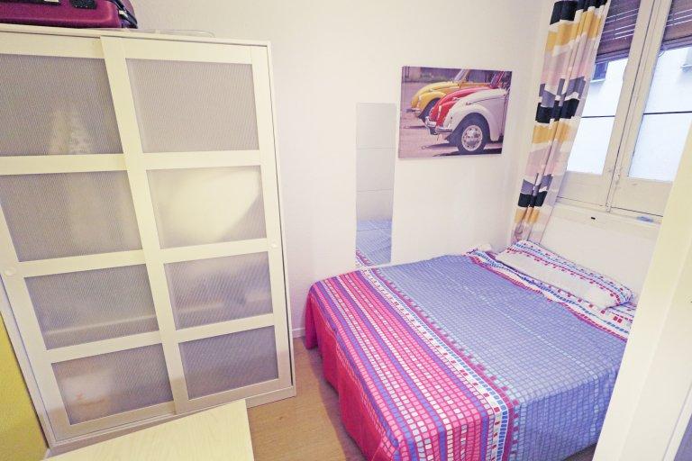 Lavapiés'te 6 yatak odalı daire kiralık güzel oda