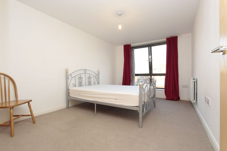 Double Bed in Rooms for rent in 3-bedroom flat in Beckton