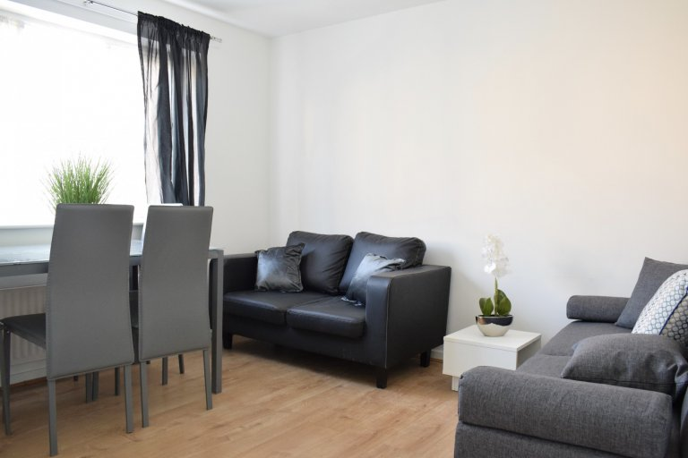 2-bedroom flat to rent in Acton, London