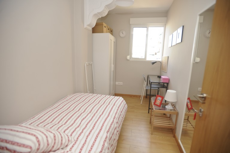 Single Bed in Rooms in a modern 7 bedroom apartment in central Valencia