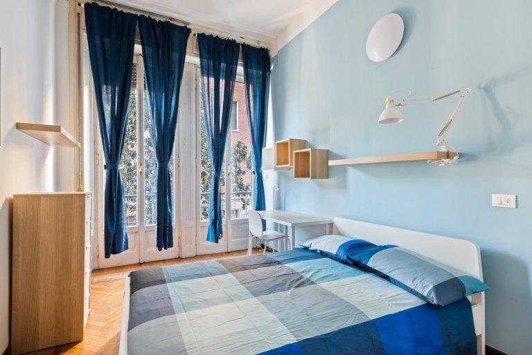 Zimmer zu vermieten in einer Wohnung mit 10 Schlafzimmern in Porta Romana