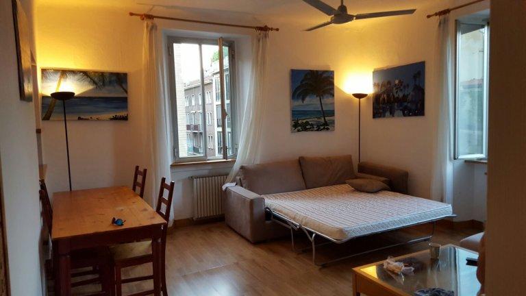 Quarto para alugar em apartamento com 3 quartos em Porta Venezia