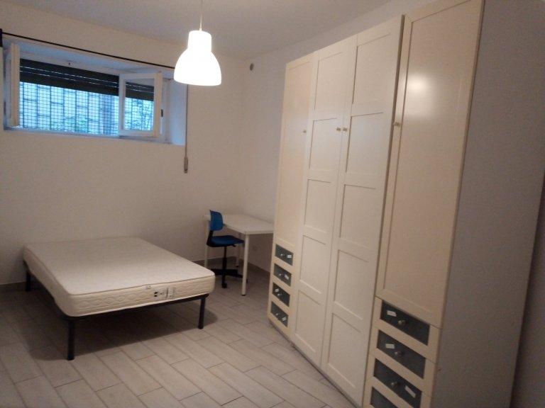 Quarto para alugar em apartamento com 2 quartos em Trieste, Roma