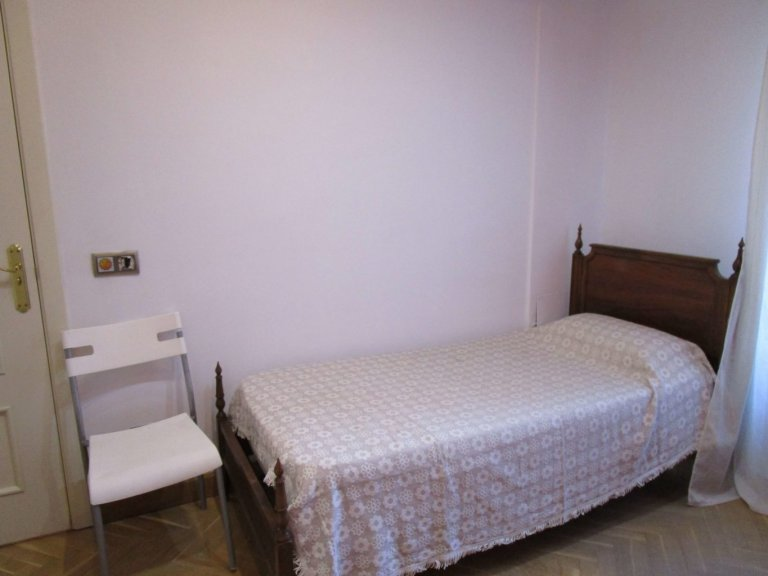 Cozy room in 3-bedroom apartment in Usera, Madrid