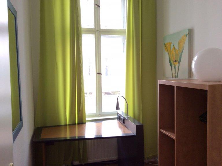 Quarto para alugar em apartamento com 4 quartos em Winsviertel