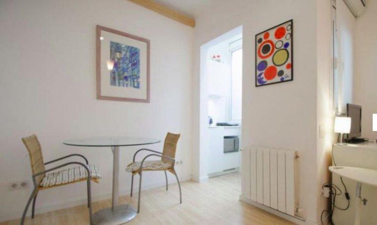 Studio apartment for rent in Sarrià-Sant Gervasi, Barcelona