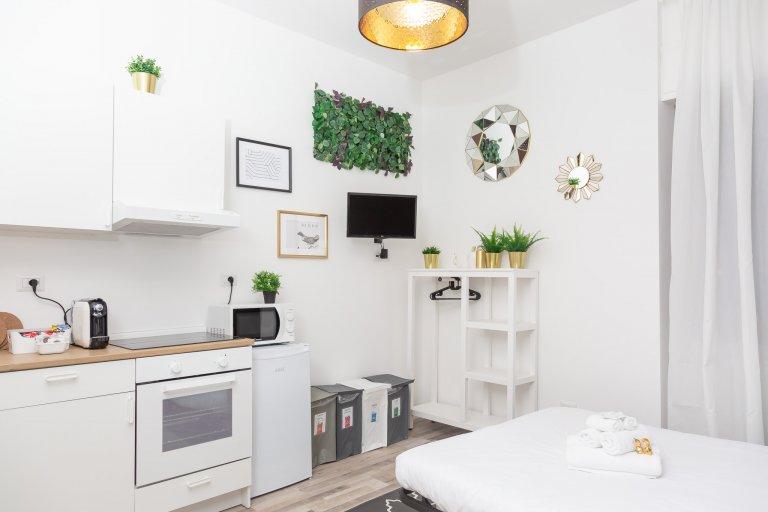 Intero appartamento con 2 camere da letto a Milano