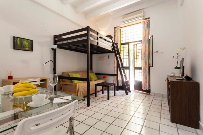 Centrally located studio apartment with AC for rent in Triana
