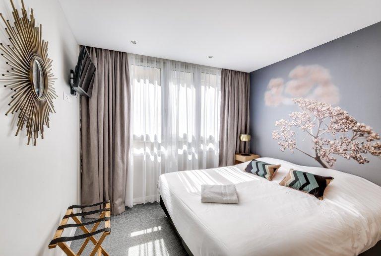 Room for rent in 2-bedroom apartment in 15th arrondissement,