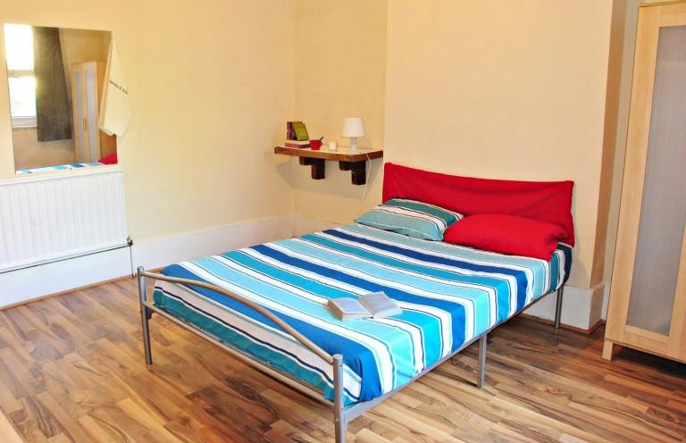 Chambre intérieure dans un grand appartement partagé à Londres