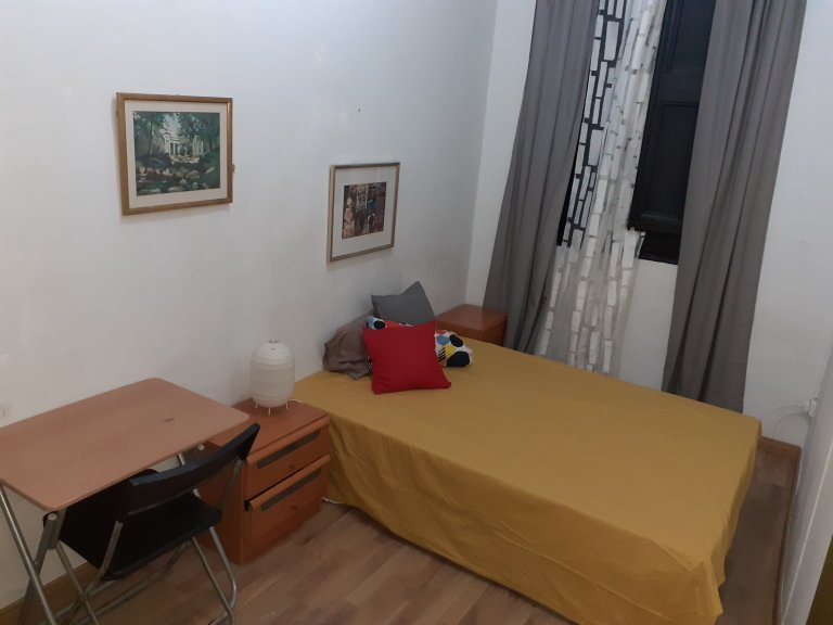 Room for rent in 2-bedroom apartment in El Raval, Barcelona